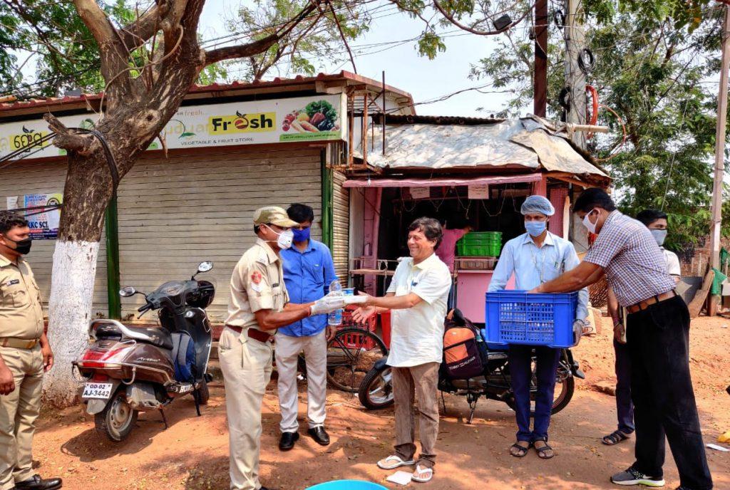Art-of-Giving-by-Dr-Achyuta-Samanta-during-Corona-Lockdown-9